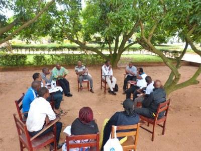 38. Ici, dans la cour de l'UPAO, le groupe de l'Afrique centrale.