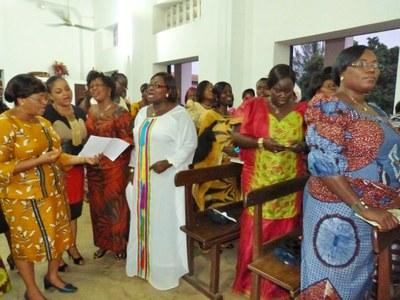 Moment de chant lors du culte.