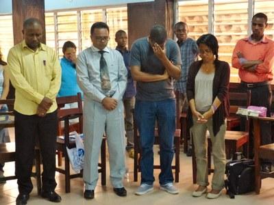 17. Début de la deuxième journée du séminaire   moment de prière.