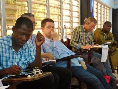 19. Participants pendant la première intervention de la journée sur l'animation théologique, essence de la Cevaa...