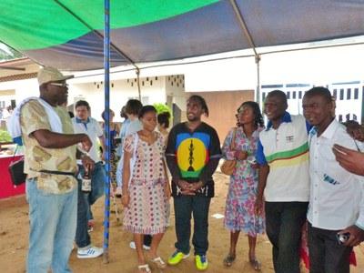 03. Quelques uns des participants en compagnie de Roger Lasmothey, chargé de mission Jeunesse de la Cevaa.