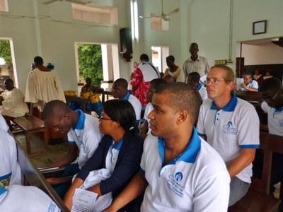 05. Les participants du séminaire des Responsables Jeunesse se rassemblent dans le temple de l'UPAO...