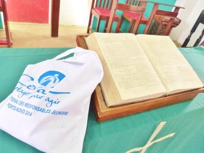 14. L'un des sacs distribués aux participants du séminaire, dansle temple de l'UPAO.