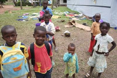 08) Enfants de déplacés recueillis à l'Eglise adventiste, 3 avril