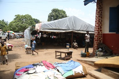 12) Campement de déplacés à l'Eglise évangélique des frères, 4 avril