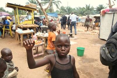 13) Enfants de déplacés à l'Eglise évangélique des frères, 4 avril