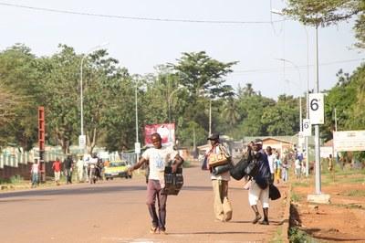 21) Scène de rue à Bangui, 5 avril