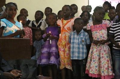 22) Choeur d'enfants lors du culte à l'EPCR, 6 avril