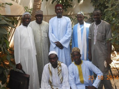 03. Sur cette photo, il apparaît tout à droite lors d'une visite au fils aîné du khalife général des Layènes, Abdoulaye Thiaw Laye.