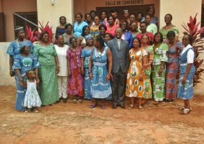 01) L'échange qui a lieu en ce moment à Porto Novo réunit 10 femmes de l'EPCR, 10 femmes de l'EPMB, 5 de l'EEPT et 5 de l'EMT