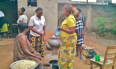 14) Les activités communes incluent des travaux de cuisine...