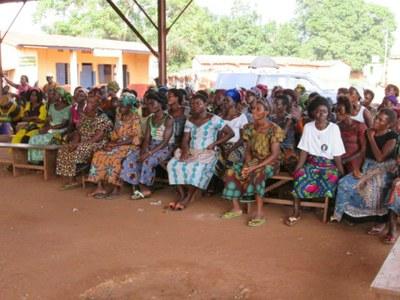 02) Il intervient notamment par des actions de sensibilisation, comme celle ci, consacrée aux moyens de lutter contre le paludisme.