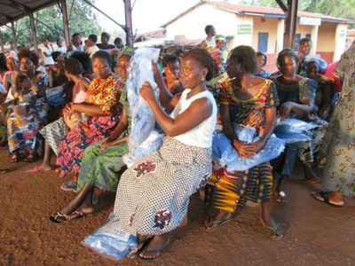 05) Le Programme vise à contribuer à l'édification d'une société plus juste, conviviale et plus humaine en luttant contre la pauvreté et en promouvant le développement économique, social et culturel.