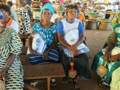 06) Le PMDCT a pour objectifs stratégiques de lutter contre la pauvreté et l'analphabétisme ; promouvoir le développement communautaire ; promouvoir la participation des femmes et des jeunes au développement...