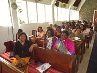 12 Les participantes avant le début du culte