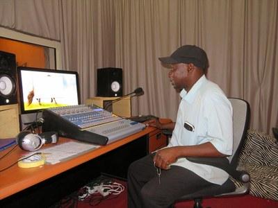 A Fatick, studio d'enregistrement et de radio de l'Eglise (ELS)