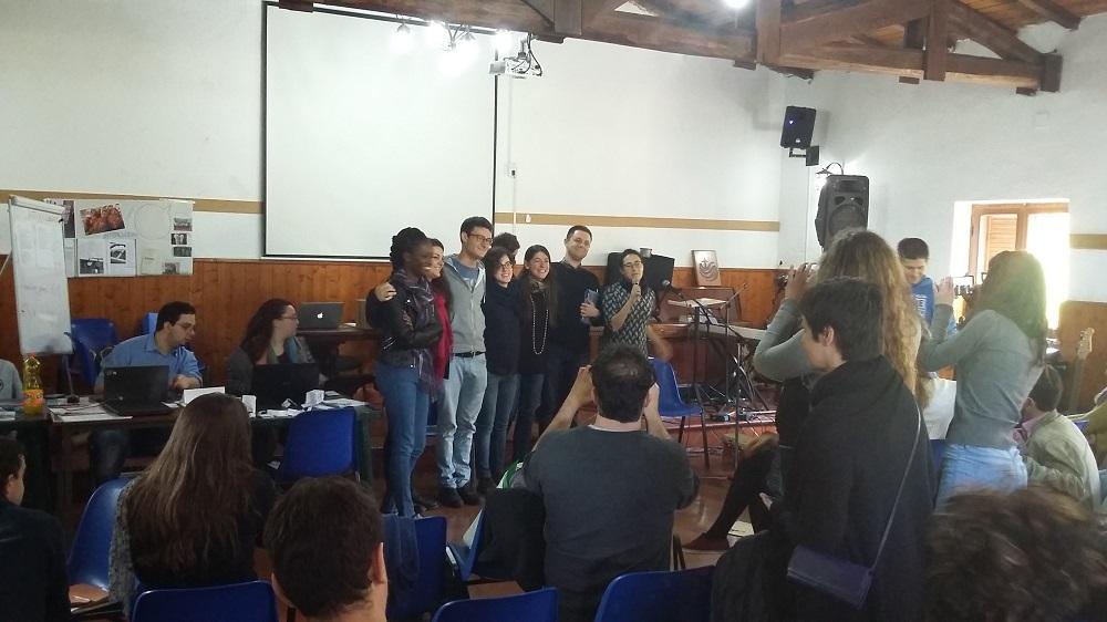 Le groupe de jeunes à la FGEI, DR