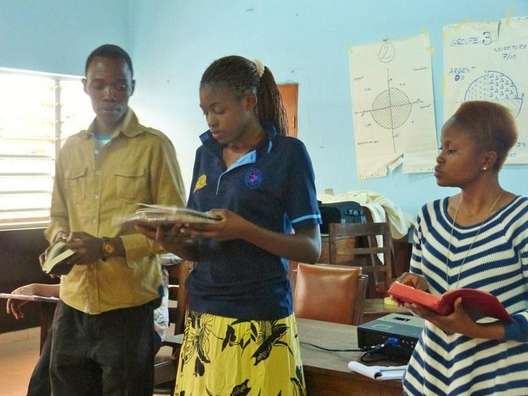 Bertha Luwizi Makanga de l'UCZ et Litsoanelo Masoebe de la LEC au séminaire Jeunesse Cevaa en 2014 à Porto Novo