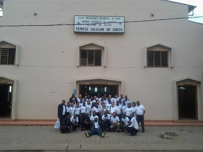 une photo de famille des participants au séminaire Jeunesse de Porto Novo en 2014