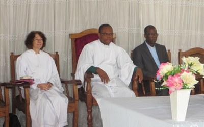 Les officiants, Anne-Laure Danet, Raphaël Houessou, pasteur de la paroisse et Célestin Gb. Kiki, SG de la Cevaa
